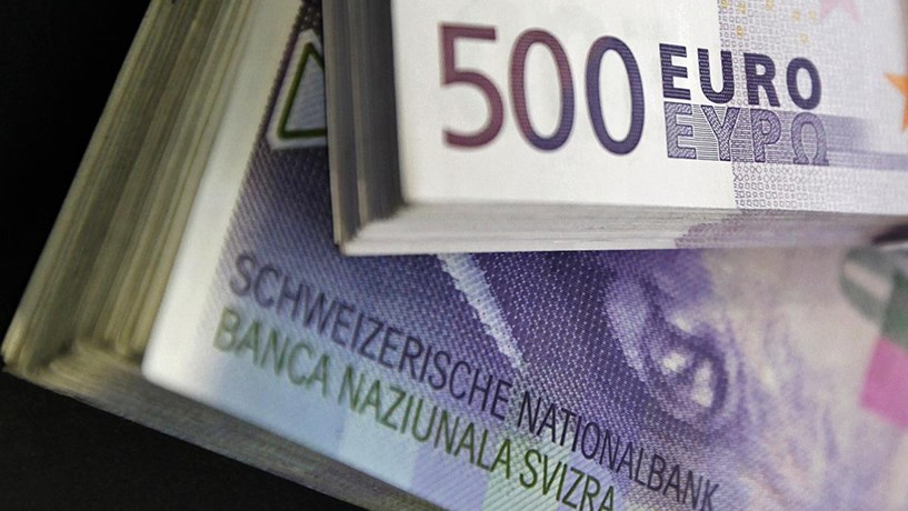 5e05f8d6ca5 Mini flash-crash atinge franco suíço - Trading - Jornal de Negócios