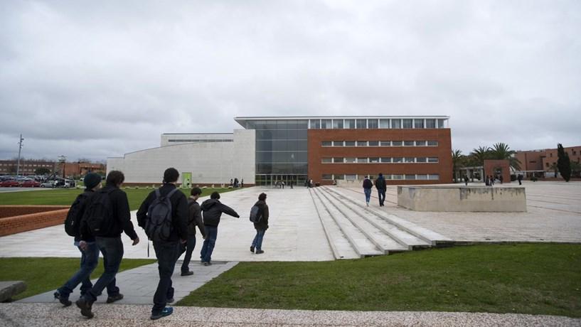Universidade de Aveiro anuncia estágios com salários de 120 euros para licenciados