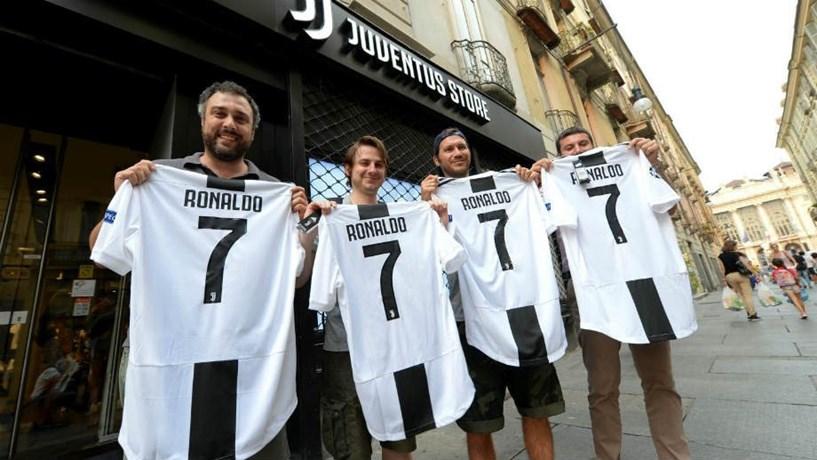 e10825d99 Vendas da camisola de Ronaldo já renderam 54 milhões à Juventus ...